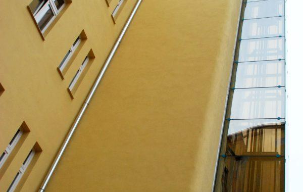 Fasáda a přístavba výtahu